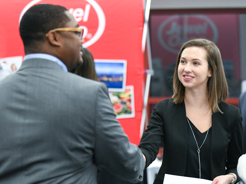 How to navigate a career fair